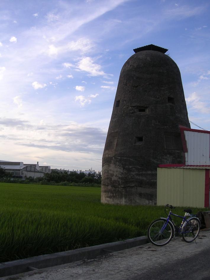 Taiwanese_old_bunker_(Lukang)